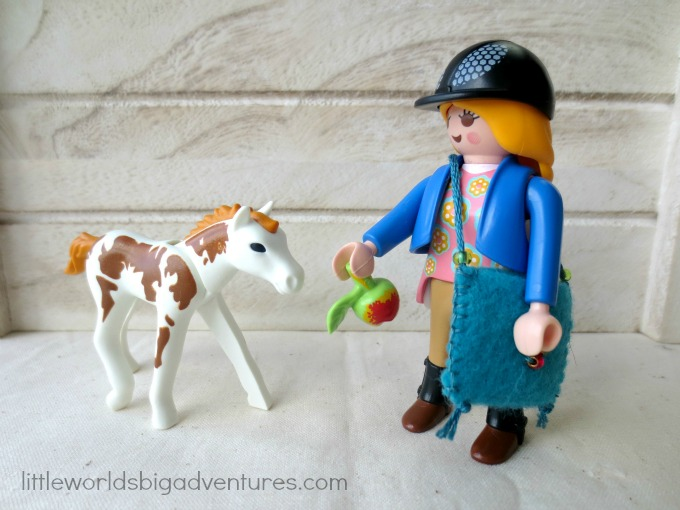How to make Simple Mini Felt Bags for Small World Play
