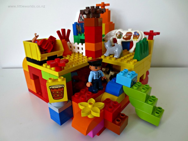 Image Playing with Loose Parts at Home: duplo construction